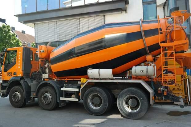 За загрязнение дорог Ижевска бетоном ответят перевозчики и производители смеси