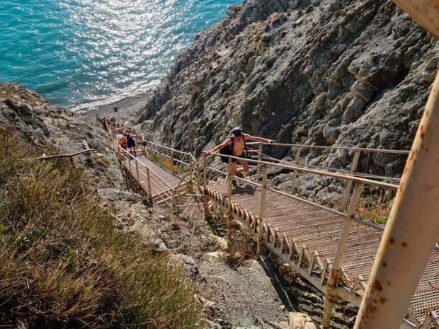 Под Анапой восстановили лестницу к морю после обвала