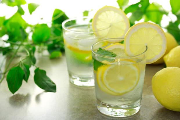 Чем полезна вода с лимоном?