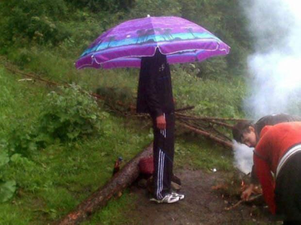 По мнению Novate.ru, пляжный зонт лучше любой панамки.   Фото: WOWBiz.