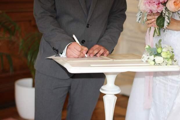 Россиянка узнала о своём замужестве через 21 год