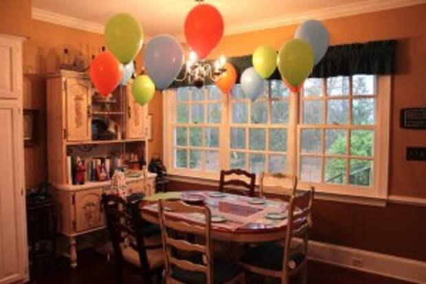 Как украсить комнату шарами своими руками