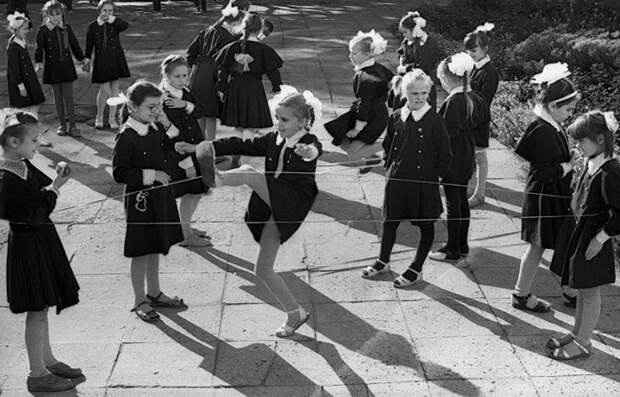 Анкеты советских девочек: социальные сети прошлого