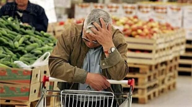 Более 60% россиян тратят на продукты половину дохода