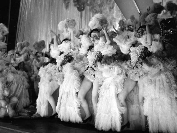 Shou Girls, или зрелищные постановки с полуобнажёнными девицами в кабаре «Фоли-Бержер»