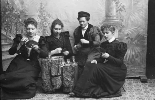 Женский клуб в стенах обычного фотоателье: Порочная тайна норвежских суфражисток