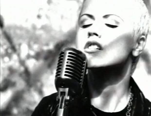 Долорес О'Риордан — солистка группы The Cranberries — RIP