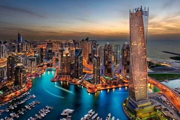 Современный Дубай, в котором мечтают отдохнуть многие туристы. /Фото: media-exp1.licdn.com