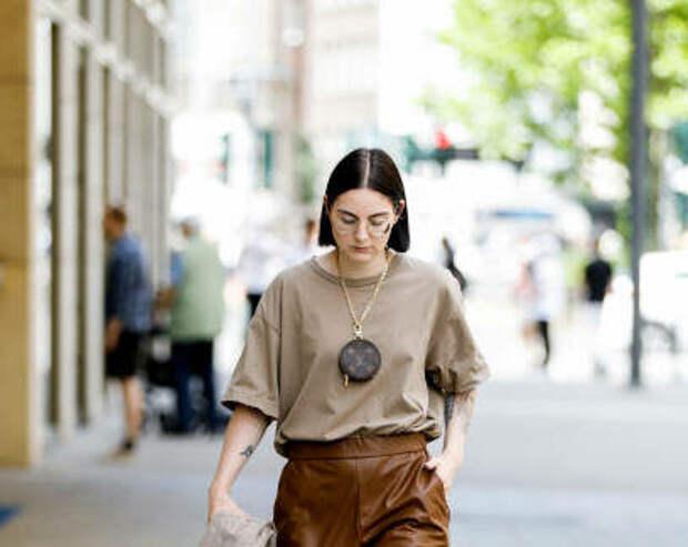 Модные и простые способы стилизовать футболку оверсайз в 2020-2021
