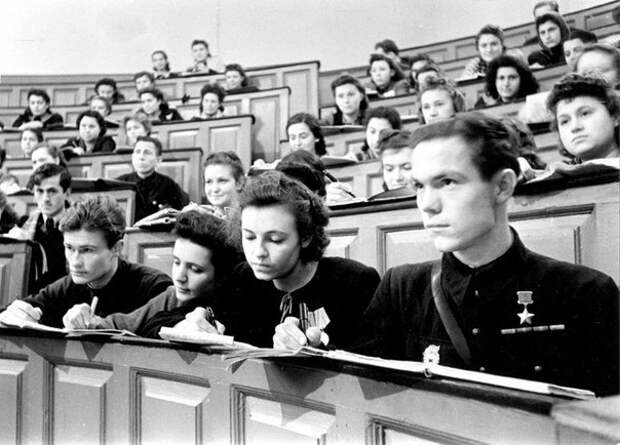 Фронтовое поколение студентов МГУ