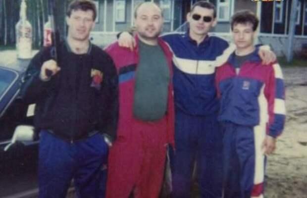 Лихие 90-е. Ореховская ОПГ (16 фотографий)