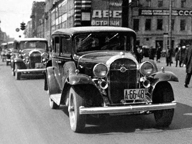 Колонна Л-1 на первомайской демонстрации 1933 года в Ленинграде ЗИС-101, авто, зис, лимузин, олдтаймер, ретро авто, сталин