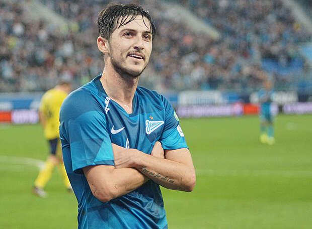 «Зенит» претендует на форварда «Фиорентины» Куаме, которым настойчиво интересуется «Локомотив». Взамен «фиалки» могут получить Азмуна?