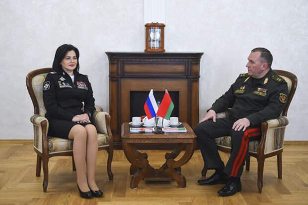 Замминистра обороны РФ Татьяна Шевцова совершила в пятницу рабочую поездку в Минск, где провела встречу с министром обороны Белоруссии.