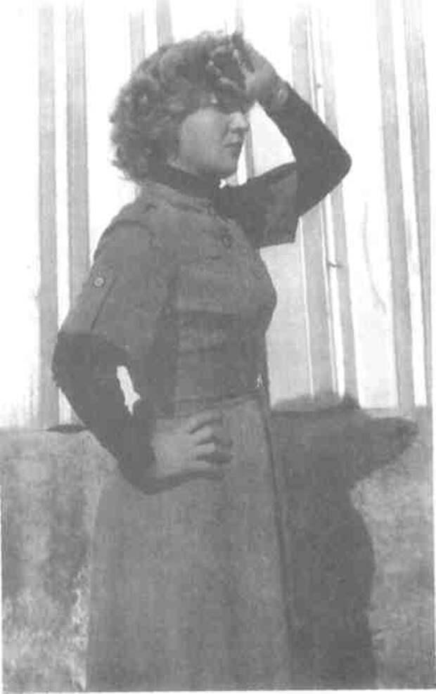 Служащая ИВАНОВА Нина Николаевна