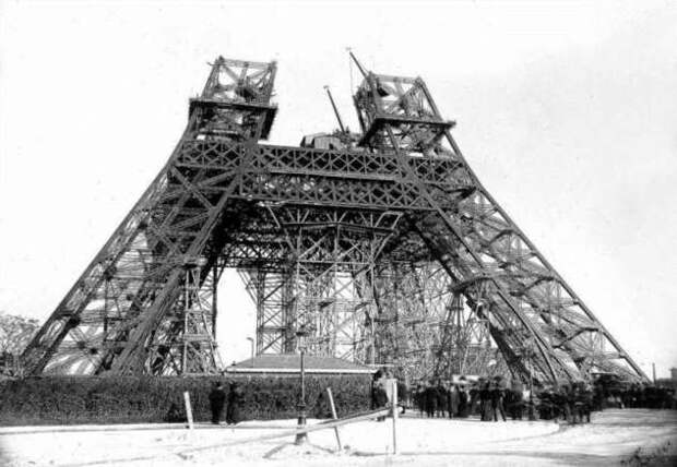 Зачем на самом деле строили Эйфелеву башню и почему хотели ее снести