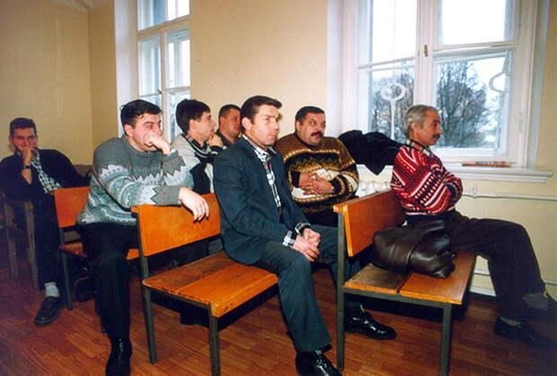 Сотрудники рижского ОМОНа в зале суда, 1999 год