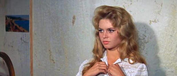 Кадр из фильма «И Бог создал женщину», 1956 г.