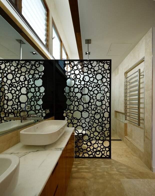 Удачное дизайнерское решение украсить интерьер ванной комнаты отличной ПВХ-перегородкой.