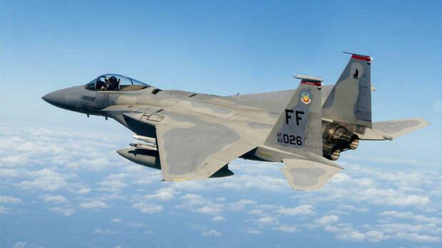 Истребитель США F-15 Eagle уничтожил цель на рекордном расстоянии