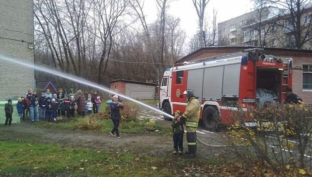 Юным жителям Подольска рассказали о профессии пожарного