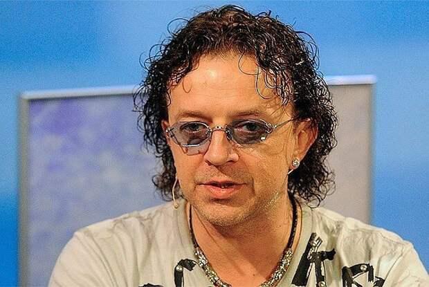 Известный певец 90-х бросил жену и шестерых детей — «Я никогда ее не любил»