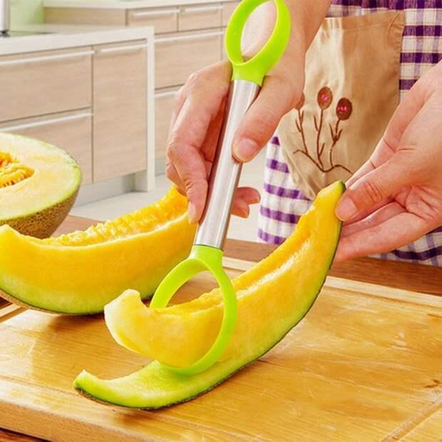 Необычное, но очень полезное изобретение для отделения мякоти овощей и фруктов. /Фото: cdn.shopify.com