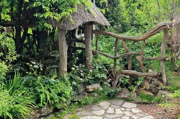 Лесные коряги в умелых руках превратятся в оригинальную садовую изгородь
