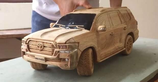 Резчик по дереву из Вьетнама создает потрясающие модели автомобилей