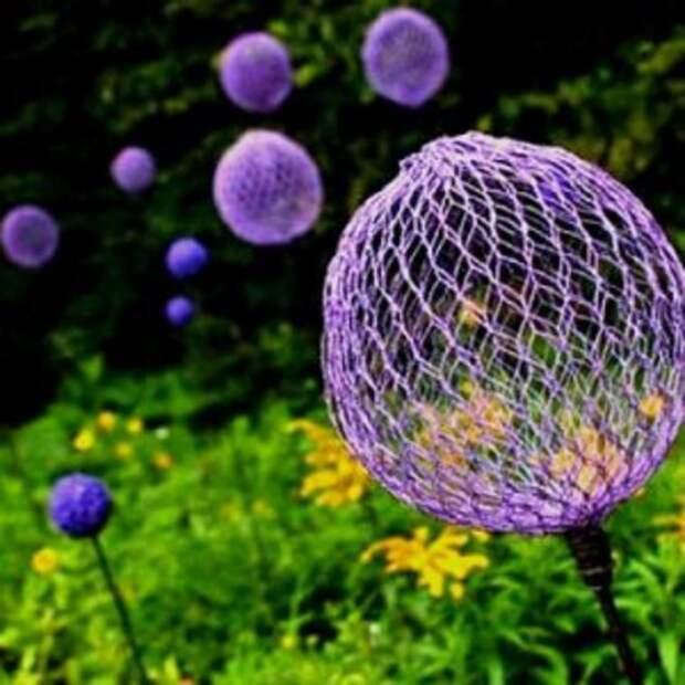 Нарядные шары-цветы из москитной сетки