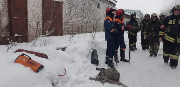 В Ижевске спасатели предотвратили взрыв баллонов при пожаре на складе