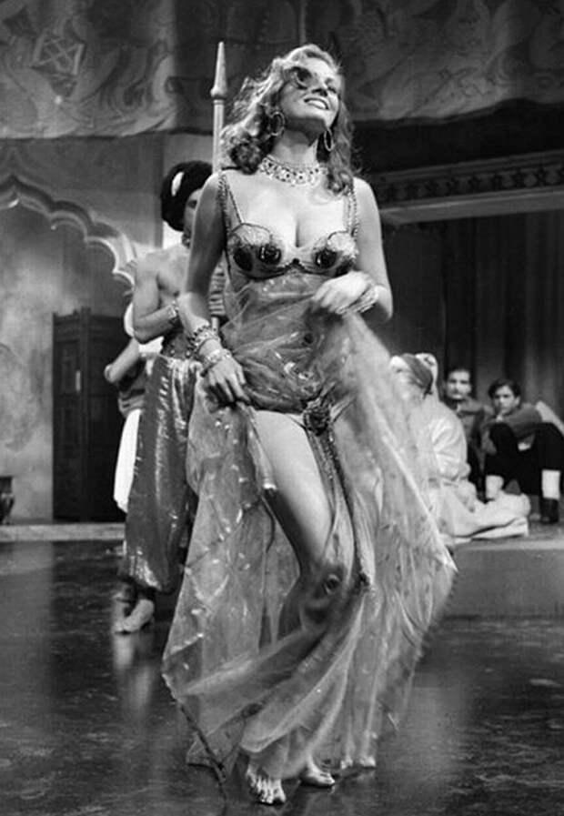 Дикая красота Аниты Экберг в фильме «Царек Хан» 1956 года