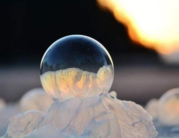 Ледяной шар. Фото с сайта infohome.com.ua