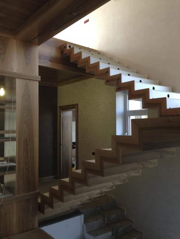 Лестница в загородном доме, монтаж лестницы в частном доме