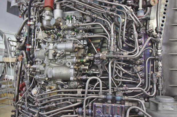 Хитросплетения трубок на ПС-90А. На ПД-14 такого нет.