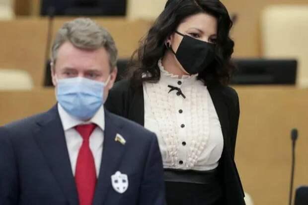 """Депутат Госдумы заявил, что использует для борьбы с коронавирусом """"всю чушь, какую пишу в интернете""""."""