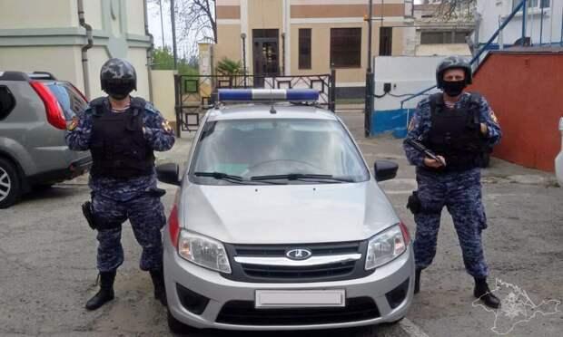 В Алуште пьяная женщина попыталась украсть ребенка из школы