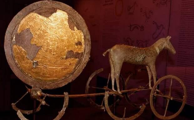 От солнечной колесницы в Дании до храма солнца в Египте: 10 артефактов, посвящённых культу Солнца