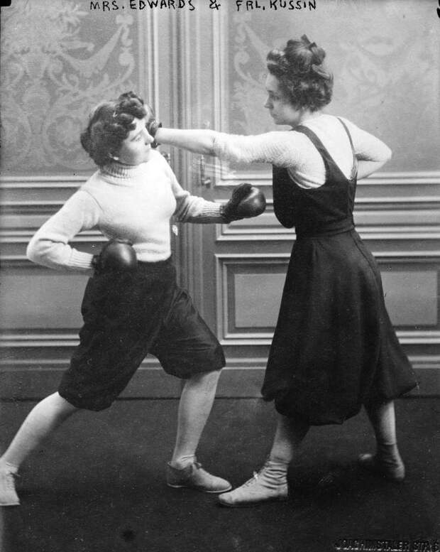 10. Фрейлейн Куссин и миссис Эдвардс после боя 1912 года, США бокс, женщины боксируют, женщины в спорте, интересно, история, спортсменки, фото
