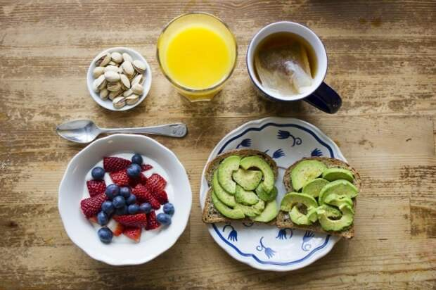 9 простых хитростей, которые научат вас меньше есть и худеть