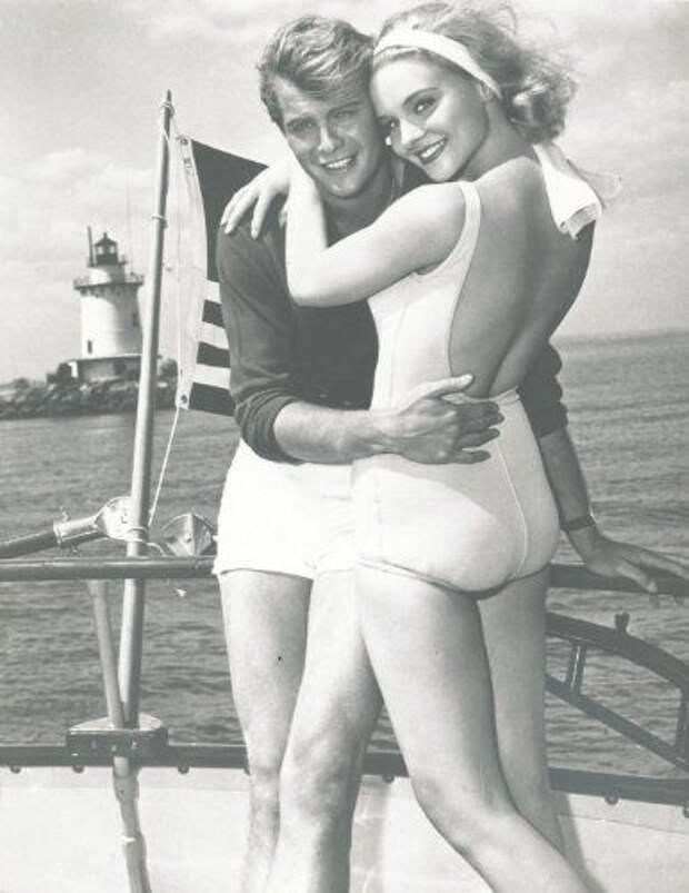 Красотка из 60-ых Дайан МакБейн.