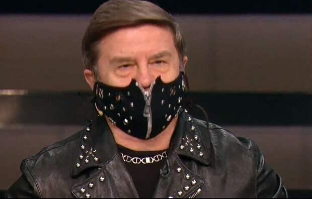 Политолог Карасев пришел в студию украинского ТВ в маске для «эротических игр»