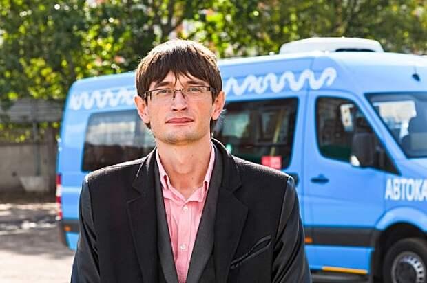 Первый госконтракт с городом заключила компания Автокарз. Директор Василий Фоминых уверен, что контракт на пять лет гарантирует стабильное финансирование. Городские власти обещают помочь субсидиями на приобретение новой техники.