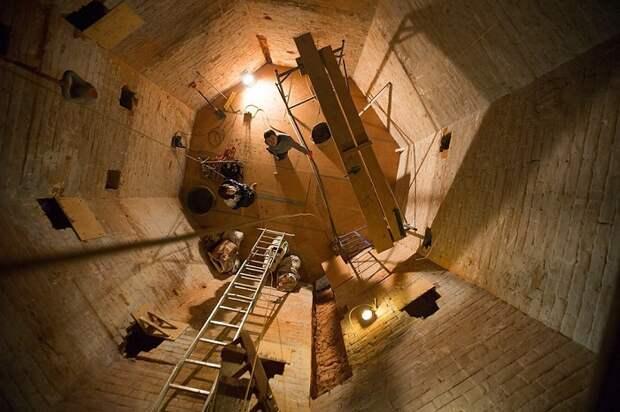 Вид изнутри водонапорной башни (Томск, Россия).
