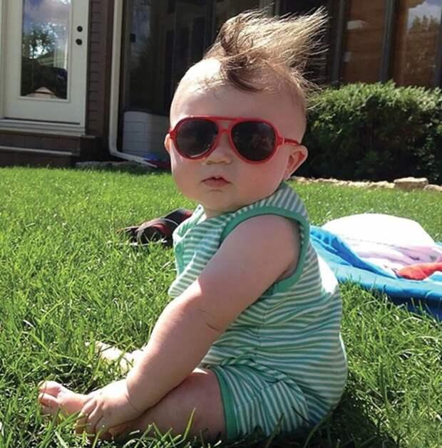 15 милых детишек, родившихся с шикарными шевелюрами