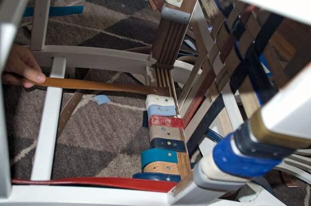 обратная сторона - крепление ремней к раме стула