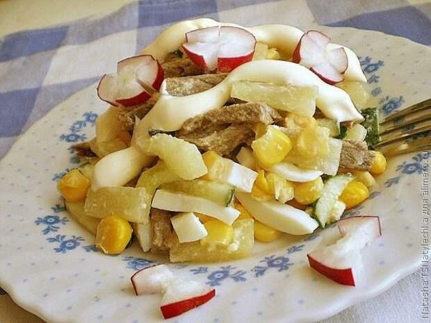 Оригинальный салат с ананасом и говядиной