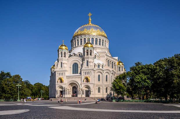 Naval_Cathedral_of_St_Nicholas_in_Kronstadt_01 (700x463, 350Kb)