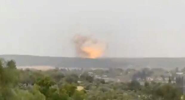 Иран «празднует» мощный взрыв наракетном заводе вИзраиле— видео
