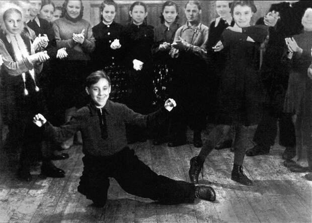 Владимир Высоцкий в пионерском лагере «Машиностроитель» под городом Покровом, 1950 год, Владимирская область история, ретро, фото, это интересно